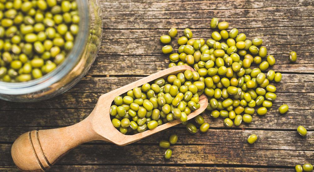 JaneDummer-Green-mung-beans-in-wooden